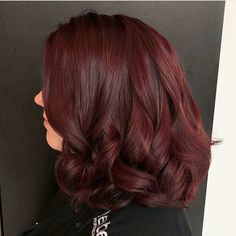The '90s Mulled Wine color is back, and now we really want to dye our hair dark cherry red | HelloGiggles