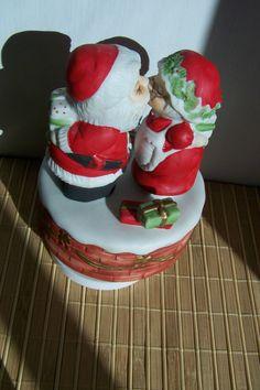 Vintage Christmas Music Box  Santa Claus Kissing Mrs. Santa to the Song I Saw Mommy Kissing Santa Claus. $24.99, via Etsy.
