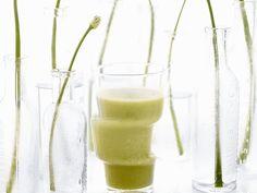 Erbsen-Smoothie mit Apfel | Zeit: 15 Min. | http://eatsmarter.de/rezepte/erbsen-smoothie-mit-apfel