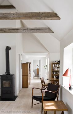 Black & white + wood beams via rika otsuru Decoration Inspiration, Interior Inspiration, Interior Exterior, Interior Architecture, Farmhouse Sink Kitchen, Kitchen Sink, Wood Beams, Home And Deco, Home And Living