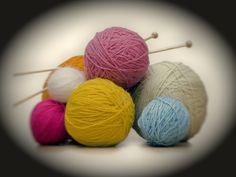 Télécharger  le livret 13 modèles de tricots gratuits spécial hiver . Source .   Télécharger  le tutoriel Robe écaille prune au crochet...