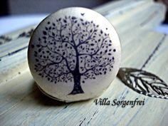 Medaillonketten - Hauchzarter Baum Des Lebens - Medaillonkette - ein Designerstück von VillaSorgenfrei bei DaWanda
