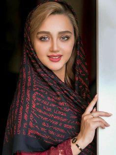 Beautiful Arab Women, Beautiful Girl Photo, Most Beautiful Indian Actress, Beautiful Hijab, Beautiful Girl Indian, Beautiful Actresses, Iranian Beauty, Muslim Beauty, Arabian Beauty Women