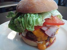 Burger essen Riga: Das Burger Corner | Hubert-testet  boah, der war verdammt lecker, der Burger in Riga
