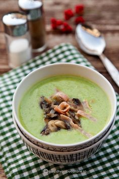 Pea Cream Soup with Mushrooms. Pea cream soup with mushrooms. (in Romanian) Romanian Food, Cream Soup, Easy Peasy, Cheeseburger Chowder, Food Art, Hummus, Stew, Risotto, Soup Recipes
