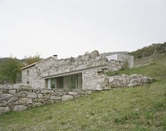 House in Melgaço, Portugal / Nuno Brandão Costa, 2016 - an extension of a very small rural stone building Architecture Renovation, Modern Architecture House, Residential Architecture, Architecture Design, Portugal, Chalet Chic, Old Stone Houses, Stone Masonry, Costa