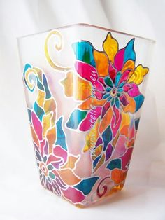 40 Glass Painting Ideas For Beginners Painted Glass Vases, Painted Wine Bottles, Hand Painted Wine Glasses, Bottle Painting, Bottle Art, Bottle Crafts, Glass Painting Designs, Stained Glass Paint, Fabric Painting