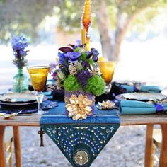 Check out this bold and beautiful boho inspired table setting and color palette, surrounded by nature's neutral tones. img via boho weddings