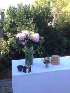 Un mariage à Cap Golf - fleuriste-bordeaux Cap Golf, Bordeaux, Table Decorations, Projects, Home Decor, Log Projects, Blue Prints, Decoration Home, Room Decor