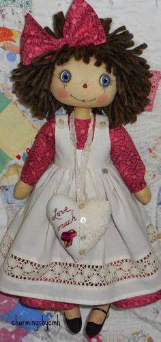 ♥ Love much ♥ ~ this sweet Annie is 18 inches tall and dressed in a pretty deep rose dress with a muslin pinafore ~ ~ . Sweet Annie, Ann Doll, Fabric Dolls, Rag Dolls, Raggedy Ann, So Much Love, Soft Dolls, Doll Clothes, Projects To Try
