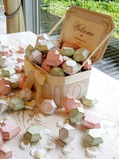 プチギフト クッキーを忍ばせたジュエルボックス   『MoMAデザインストア』ジュエル型のボックスに入ったク...