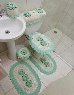 . Crochet Mat, Crochet Needles, Crochet Home, Crochet Crafts, Crochet Doilies, Yarn Crafts, Crochet Flowers, Crochet Projects, Granny Square Häkelanleitung