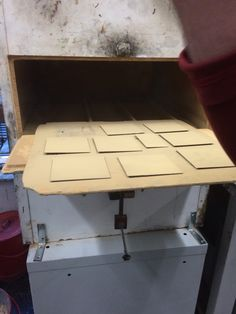 Aquatint box after coating boards with resin. Boards supported by 2 matches. Studio Equipment, Printmaking, Resin, Boxes, Lettering, Silk, Type, Prints, Art