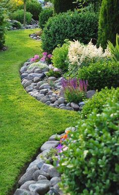 Herbal bed with stones warms and saves weeding! shed landscaping… Herbal bed with stones warms and saves weeding! shed landscaping # weeding # Herb bed shed landscaping - Small Backyard Landscaping, Beautiful Gardens, Backyard Garden, Landscaping With Rocks, Shed Landscaping, Landscape Design, Outdoor Gardens, Garden Design, Garden