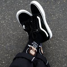 With black laces Vans Shoes Fashion, Mens Vans Shoes, Dad Shoes, Me Too Shoes, Shaquille O'neal, Moda Sneakers, Tenis Vans, Vans Outfit, Grunge Outfits