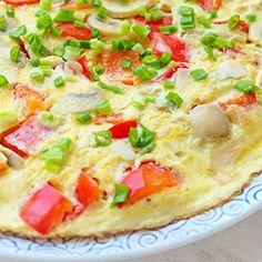 Omlet z pieczarkami. Pyszny omlet z pieczarkami z dodatkiem papryki, oraz - opcjonalnie - szynki i tartego sera. Hawaiian Pizza, Crepes, Mashed Potatoes, Pancakes, Ethnic Recipes, Curry, Fit, Kitchens, Whipped Potatoes
