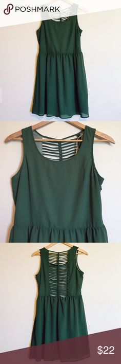 """HP Green ModCloth dress w/ braided ribbed back Green ModCloth dress with a unique braided, cage-cut back. The brand is Doe & Rae, 100% polyester, inside is lined. Length: 35"""", waist: 16"""". ModCloth Dresses Mini"""