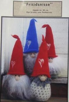 høyde ca 40 cm, design Vera Fjellås Tablerunners, Chrochet, Troll, Gnomes, Christmas Ornaments, Sewing, Knitting, Holiday Decor, Advent