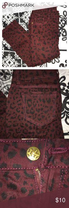 MAROON CHEETAH JEGGING PANTS super soft and comfy Mudd Pants Skinny