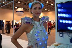 禮服本身被印刷在塑料和有機矽稱為TPU材料的混合物。-3ders.org - 扮靚你覺得英特爾的3D方式印刷智能禮服| 3D打印機新聞與3D打印新聞