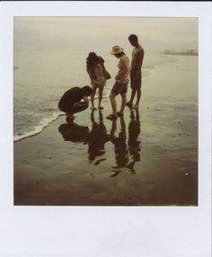 九十九里の浜辺。 皆で僕の頭のネジを探すの図。 SX-70