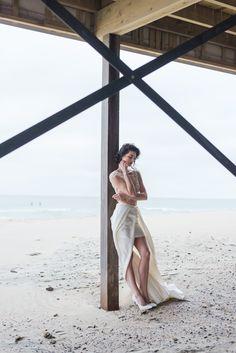 EMANUEL HENDRIK | Body: Sparkle - Rock: Tailor  | Model: Johanna Vorrath | Fotograf: Laboda | Hochzeitskleid / Wedding Dress - Hochzeit / Wedding - Düsseldorf & München / Duesseldorf & Munich - Handgefertigt / Handmade - Holland - Zeeland - Strand / Beach - Body - Spitze - Rock
