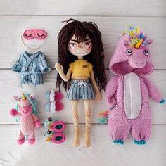 No photo description available. Crochet Doll Pattern, Crochet Bunny, Knit Crochet, Crochet Patterns, Knitted Dolls, Crochet Dolls, Beautiful Crochet, Beautiful Dolls, Doll Tutorial