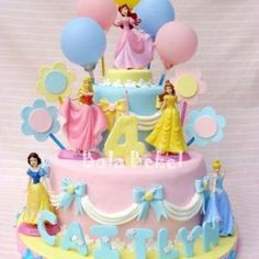18 Ideas cake pops princess for 2019 Disney Princess Birthday Cakes, Birthday Cake Girls, 4th Birthday, Princess Party, Princess Cake Disney, Birthday Ideas, Torta Princess, Disney Cakes, Occasion Cakes
