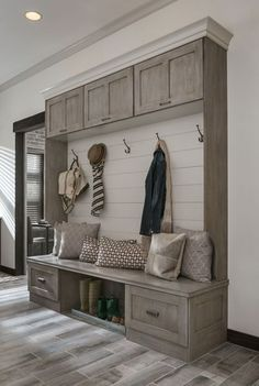 Awesome 47 Adorable Rustic Mudroom Bench Decorating Ideas On A Budget. More at https://trendhomy.com/2018/02/24/47-adorable-rustic-mudroom-bench-decorating-ideas-budget/