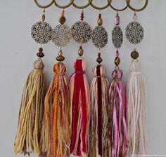 borlas - Buscar con Google Diy Tassel, Tassel Jewelry, Tassel Earrings, Beaded Jewelry, Handmade Jewelry, Sea Crafts, Yarn Crafts, Jewelry Crafts, Jewelry Art
