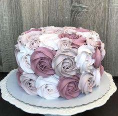 Salmon and mozzarella cake - Clean Eating Snacks Cake Decorating Frosting, Cake Decorating Designs, Creative Cake Decorating, Cake Decorating Techniques, Creative Cakes, Cake Designs, 21st Birthday Cakes, Beautiful Birthday Cakes, Beautiful Cakes