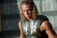Pin for Later: We'd Time Travel For These Hot Historical Heartthrobs Brad Pitt as Achilles Brad bares his bulging muscles as Achilles in Troy, which is loosely based on Homer's Iliad — and we don't hate it. Brad Pitt Troy, Brad Pitt Hair, Jennifer Aniston, Angelina Jolie, Brad Pitt Workout, Troy Movie, Troy Film, Garrett Hedlund, Workout Plan For Men