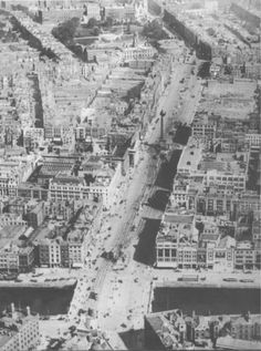 Aerial view of O'Connell Street, the north east of the street (where the Gresham stands) has been cleared of the rubble left after the Civil War. Ireland Pictures, Old Pictures, Old Photos, Vintage Photos, Dublin Street, Dublin City, Ireland 1916, Dublin Ireland, Anglo Irish Treaty