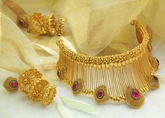 Gold Bangles Design, Gold Jewellery Design, Gold Jewelry, Designer Jewellery, Pearl Jewelry, Antique Jewelry, Jewelry Patterns, Bridal Jewelry, Diamond Necklaces