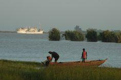 #Fischer in Saint-Louis, Senegal  #Fishermen in St. Louis, #Senegal    © Easyvoyage