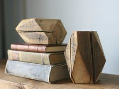 A set of homemade bookends is a suitable beginner woodworking project. Homemade wooden bookends make excellent gifts and can be used in bookshelves, on the mantle or on free-hung shelves. Wooden Bookends, Wooden Diy, Diy Wood, Wood Trellis, Wood Mantle, Wood Book, Beginner Woodworking Projects, Wood, Mesas