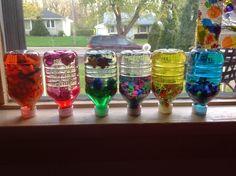 Activites basees sur la methode Montessori a la maison: Bouteilles Sensorielles