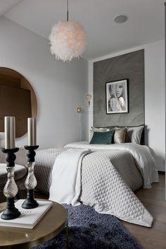Méli-mélo suédois 48 - PLANETE DECO a homes world Closet Bedroom, Dream Bedroom, Master Bedroom, Bedroom Color Schemes, Bedroom Colors, Interior Styling, Interior Design, Bed Bench, Beautiful Bedrooms