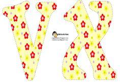 Alfabeto de flores rojas y amarillas sobre fondo amarillo claro. | Oh my Alfabetos!