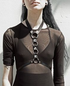 O-Ring black leather body harness Dark Fashion, Leather Fashion, Gothic Fashion, Grunge Goth, Lingerie Look, Look 2017, Punk Rock, Alternative Fashion, Leather Accessories