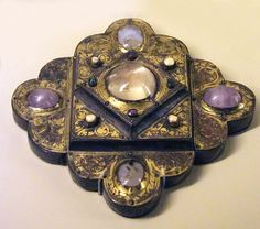 Portable reliquary - about 1220-30  Musee National du Moyen Age
