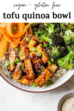 TOFU QUINOA BOWL is the ultimate meatless dinner recipe! It's both vegan   gluten free, and filled with quinoa, broccoli, carrots, and the most delicious fried tofu that's coated in a sesame-soy sauce marinade #quinoabowl #tofu #tofuquinoabowl #vegan Vegetarian Recipes For Beginners, Best Vegan Recipes, Favorite Recipes, Fast Healthy Meals, Healthy Dinner Recipes, Quinoa Broccoli, Sesame Tofu, Tofu Dishes, Crispy Tofu