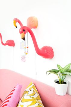 DIY Lawn Flamingo Wall Lamps Flamingo Birthday, Flamingo Party, Fort Kit, Cake Smash Outfit Girl, Flamingo Craft, Girl Birthday Themes, Barbie Dream House, Class Decoration, Summer Birthday