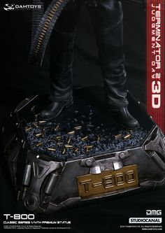"toyhaven: DAM Toys 1/4th scale Arnold Schwarzenegger as Terminator 2: Judgment Day T-800 22"" statue"