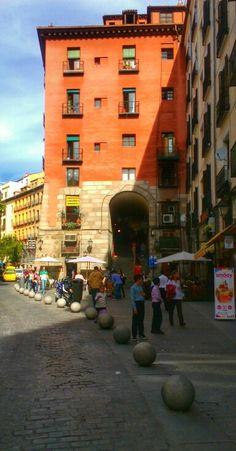 Arco de Cuchilleros Madrid
