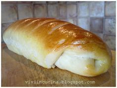 Questo e' un pane morbidissimo,adatto alla colazione perche' leggermente dolce,ma a me piace anche con il salato ,per fare dei bei sandwiche...