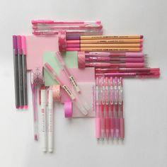 Stationery art: pink flat lay! Washi tape, pilot juice, muji, zebra mildliner, mint, staedtler triplus. Instagram: Deniz @stationerysatellite
