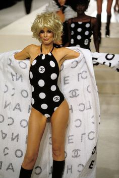 Claudia Schiffer -  CHANEL by Lagerfeld  Runway Show 90's