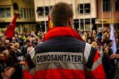 Sanitätsdienst bei Refugee-Welcome Kundgebung in Stuttgart 2015