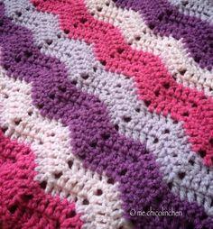 Babydecke für kleine Prinzessinnen.  Baby blanket for a little princess.  #blanket #crochet #crochetblanket #colorful #gehäkelt #bunt #handmade #handgemacht #chicolinchen #madewithlove #rippleblanket #pink #babyblanket #babygirl by me.chicolinchen
